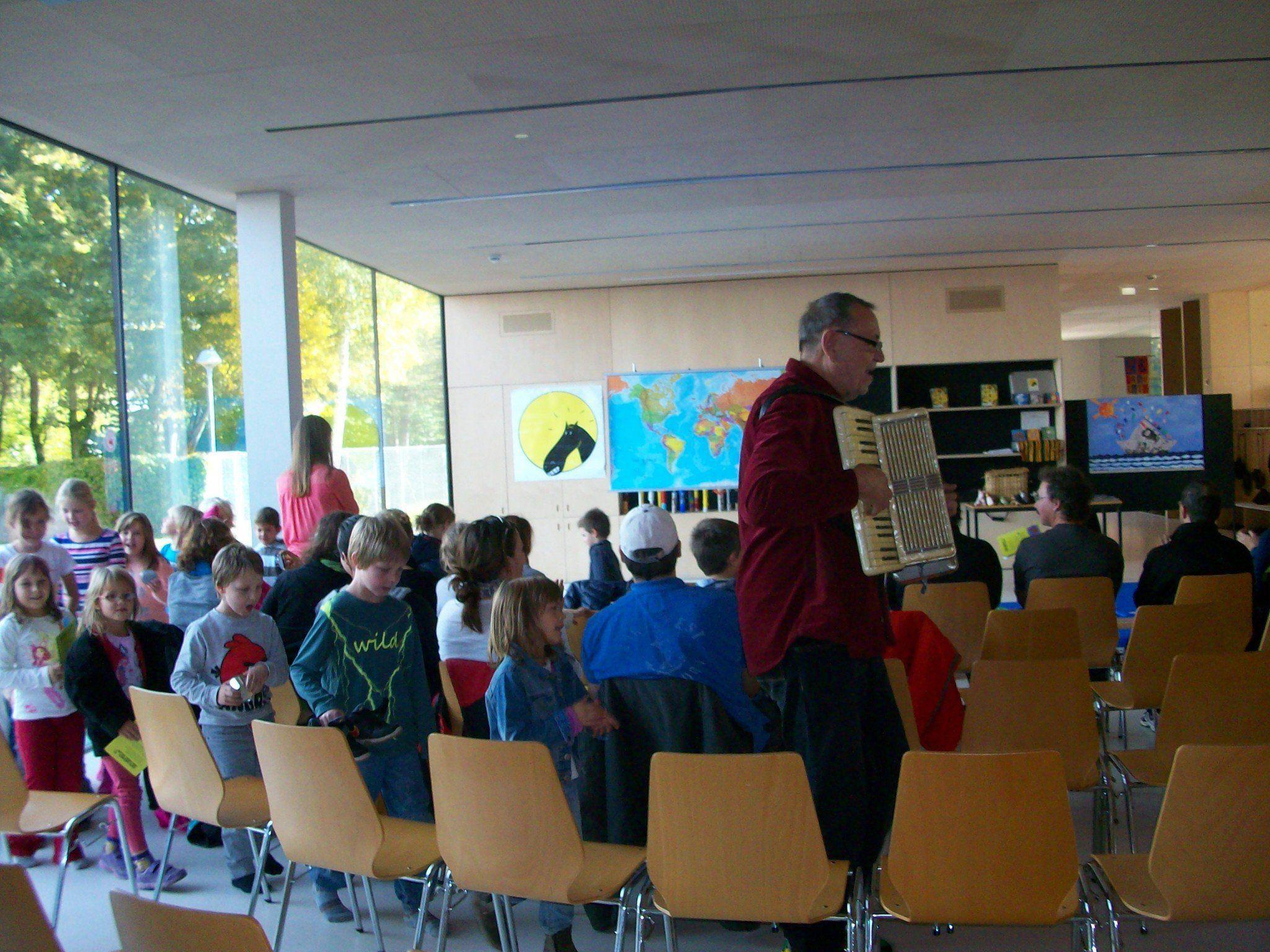 GAUL bei Mäder liest. Treffpunkt Bibliothek