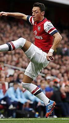 Özil geigt für Gunners