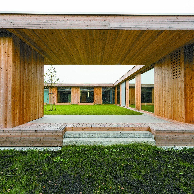 """""""Ein Reich für Kinder"""" - der neue Kindergarten in Lochau wurde in mitten hochgewachsener Wohnungsbebauung errichtet."""
