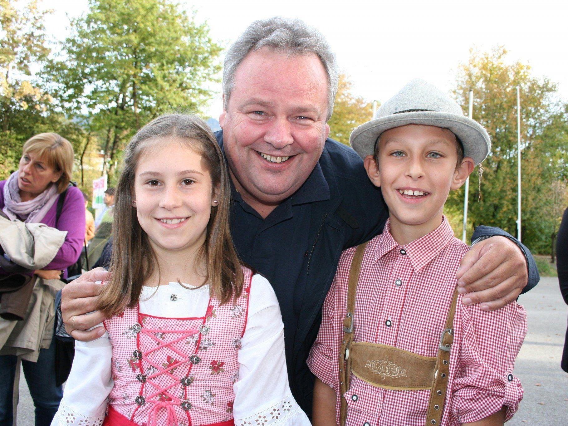 Melanie und Andre mit Karl Wutschitz (Bgm. Sulz).