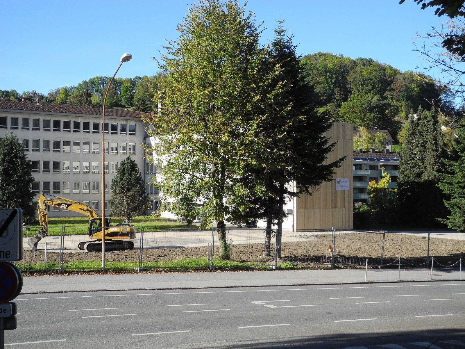 Das Gebäude der HAK/HAS ist auf diesem Foto nicht mehr zu sehen, im Hintergrund das Gebäude der Schulbrüder
