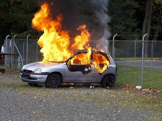 Der Wagen ist komplett ausgebrannt.