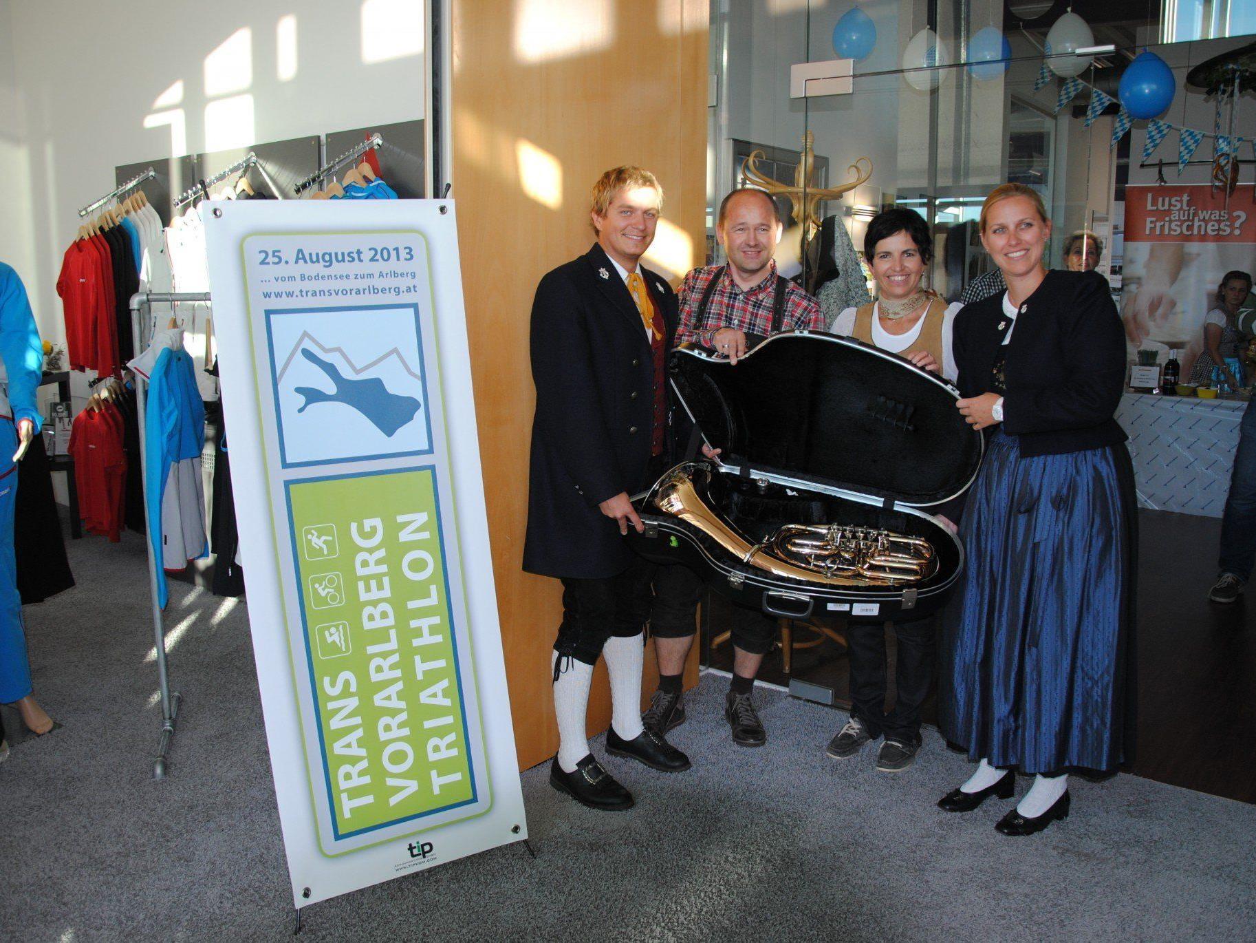 Das Radteam Vorarlberg spendet seinem Kooperationspartner Bürgermusik Nenzing ein neues Instrument.