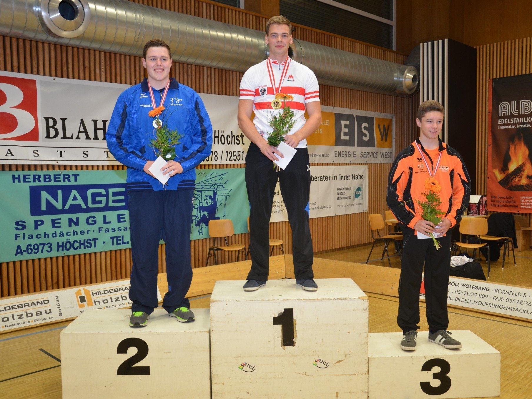 Fabian Allgäuer (Mitte) holte sich mit neuem österreichischen Rekord den Titel im 1er der Herren vor Marcel Schnetzer und Christopher Schobel.