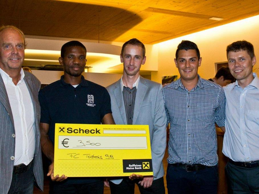Dr. Wolfgang Burger (Dent-Implant); Ben Iro, Christian Fiel und Sandro Silva (FC Tosters 99); Carsten Koerl (Sportradar)