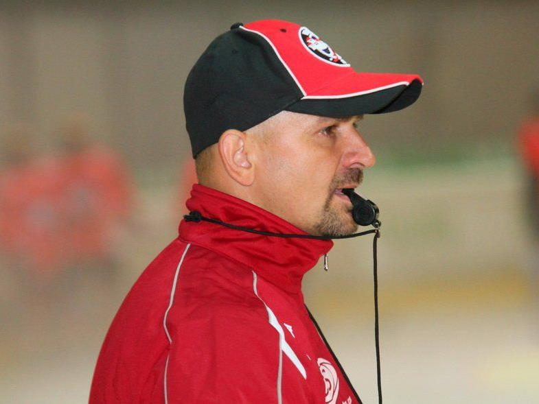 VEU Coach Milos Holan stellt sich den Fragen der zahlreichen Fans beim ersten Stammtisch.