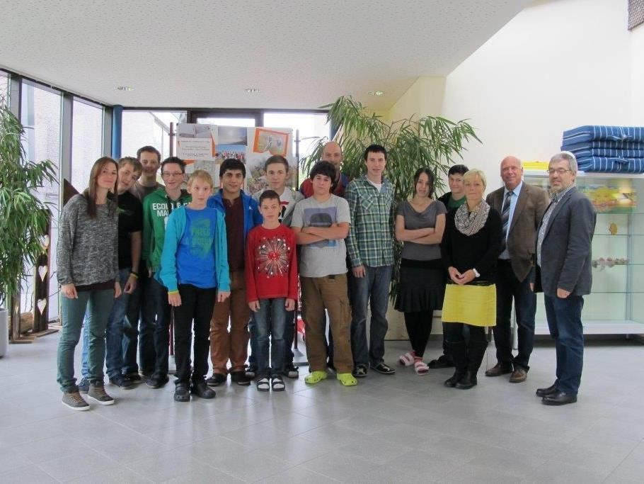 Bürgermeister Burkhard Wachter überraschte die Schüler mit einer tollen Jause.