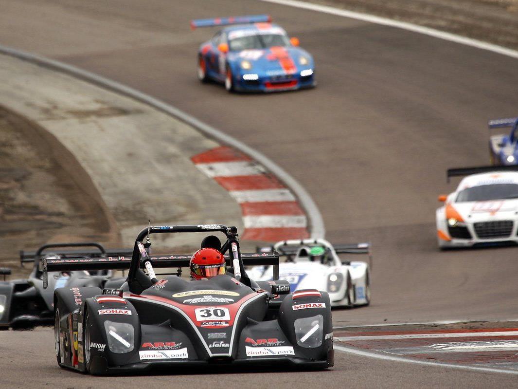 Sandro Bickel stellt seinen Ligier im Zimbapark Bludenz/Bürs zwei Tage vor.