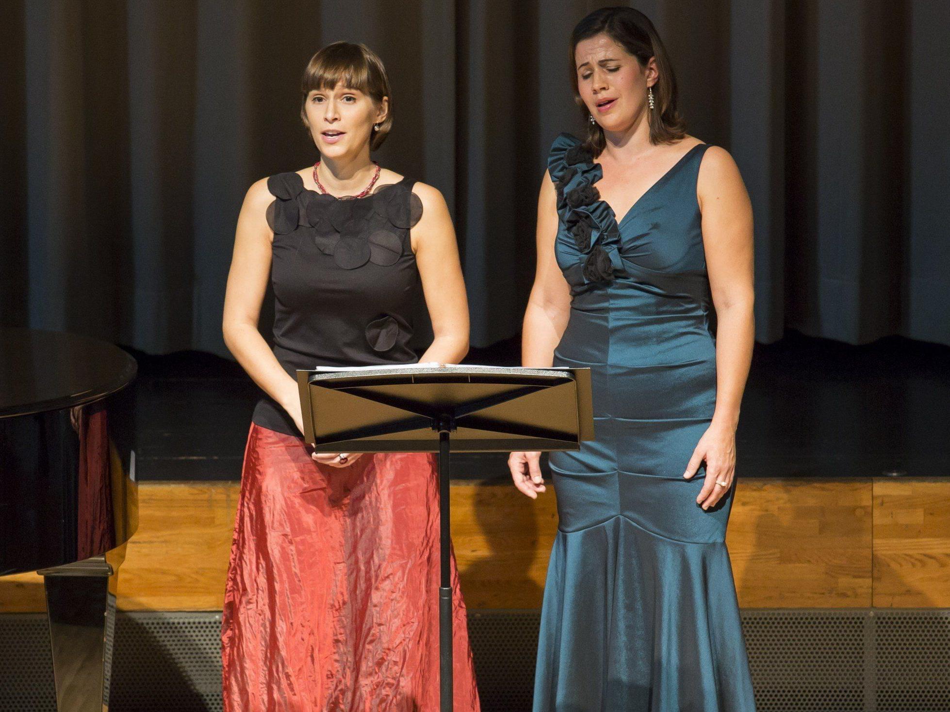 Celia Längle (Sopran, links) und Martina Gmeinder (Mezzosopran) bei der Herbst-Matinee.