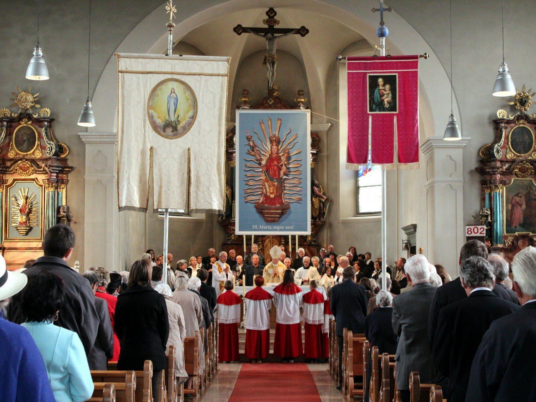 Feierliche Eucharistiefeier am Krönungssonntag.