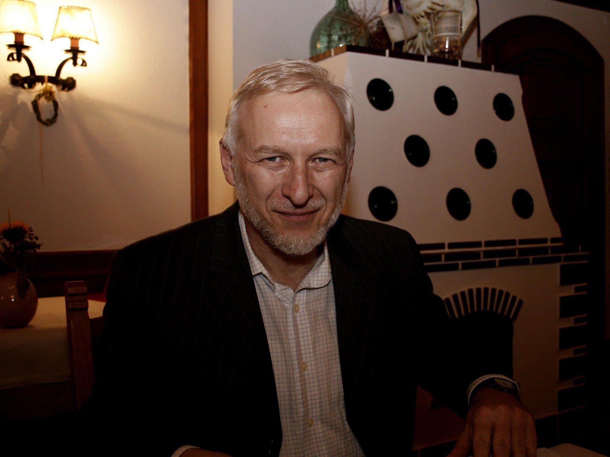 Der aus der Ukraine stammende Sergiy Yakovlyev referiert russische Poesie des 20. Jahrhunderts.
