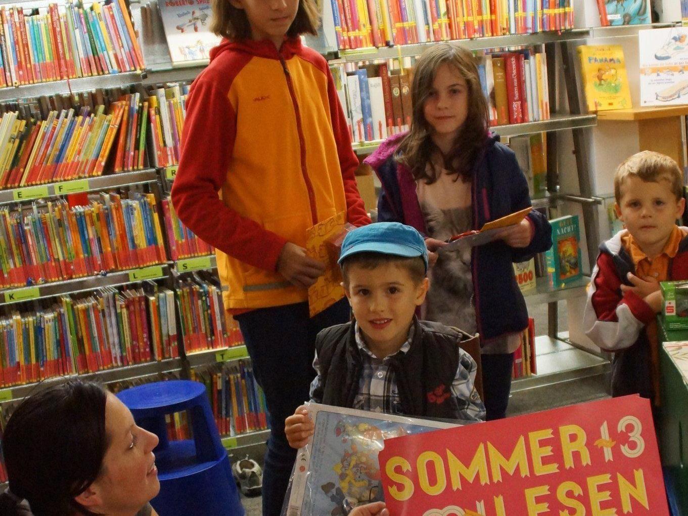 Die Gewinner der Aktion Sommerlesen 2013 in Mäder.
