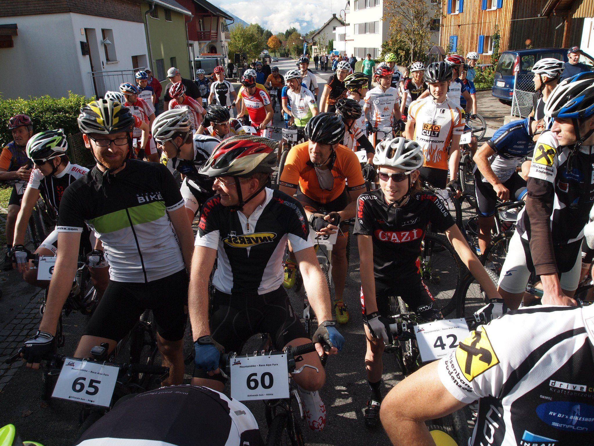 Viele Teilnehmer beim Saisonfinale auf die Alpe Furx