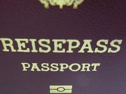 Eine Bande verkaufte gefälschte Reisedokumente