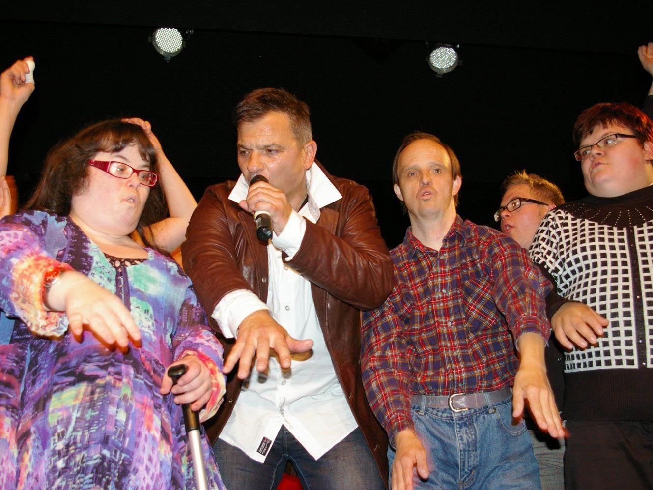 """Ex-""""Klostertaler"""" Markus Wolfahrt stand beim Benefizkonzert nicht lange alleine auf der Bühne."""
