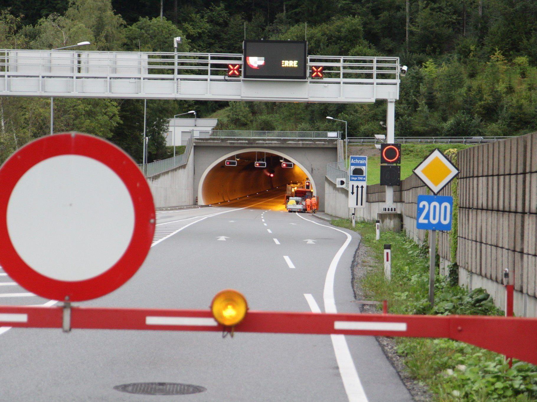 Wartungs-und Reinigungsarbeiten: Achraintunnel gesperrt.