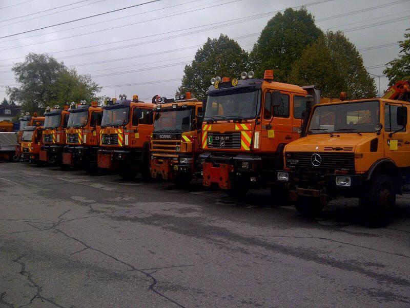 47 Fahrzeuge von Asfinag und Polizei warten auf neue Besitzer.