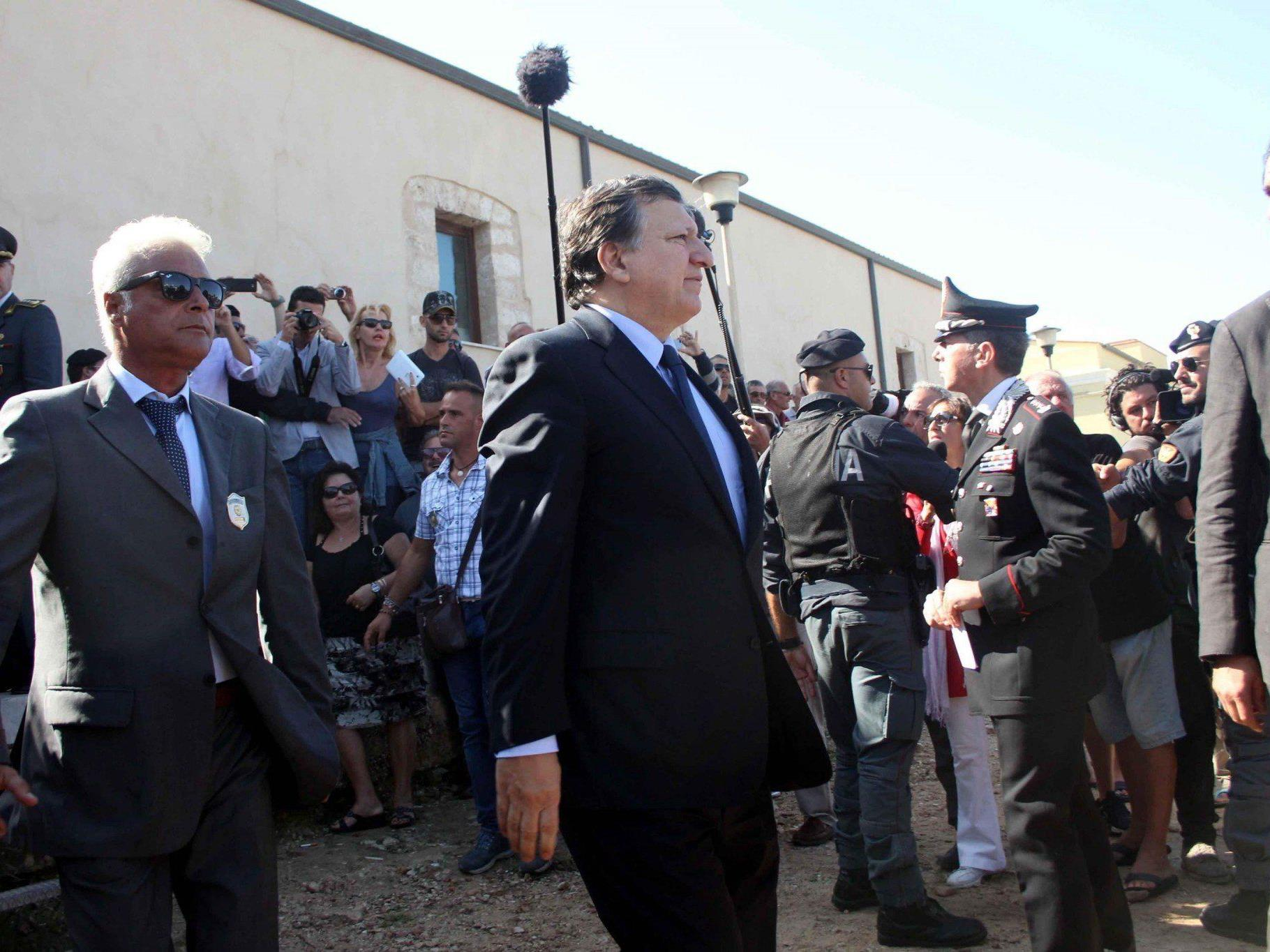 Buh-Rufe und Protestschilder empfingen Komissionschef Barroso auf Lampedusa