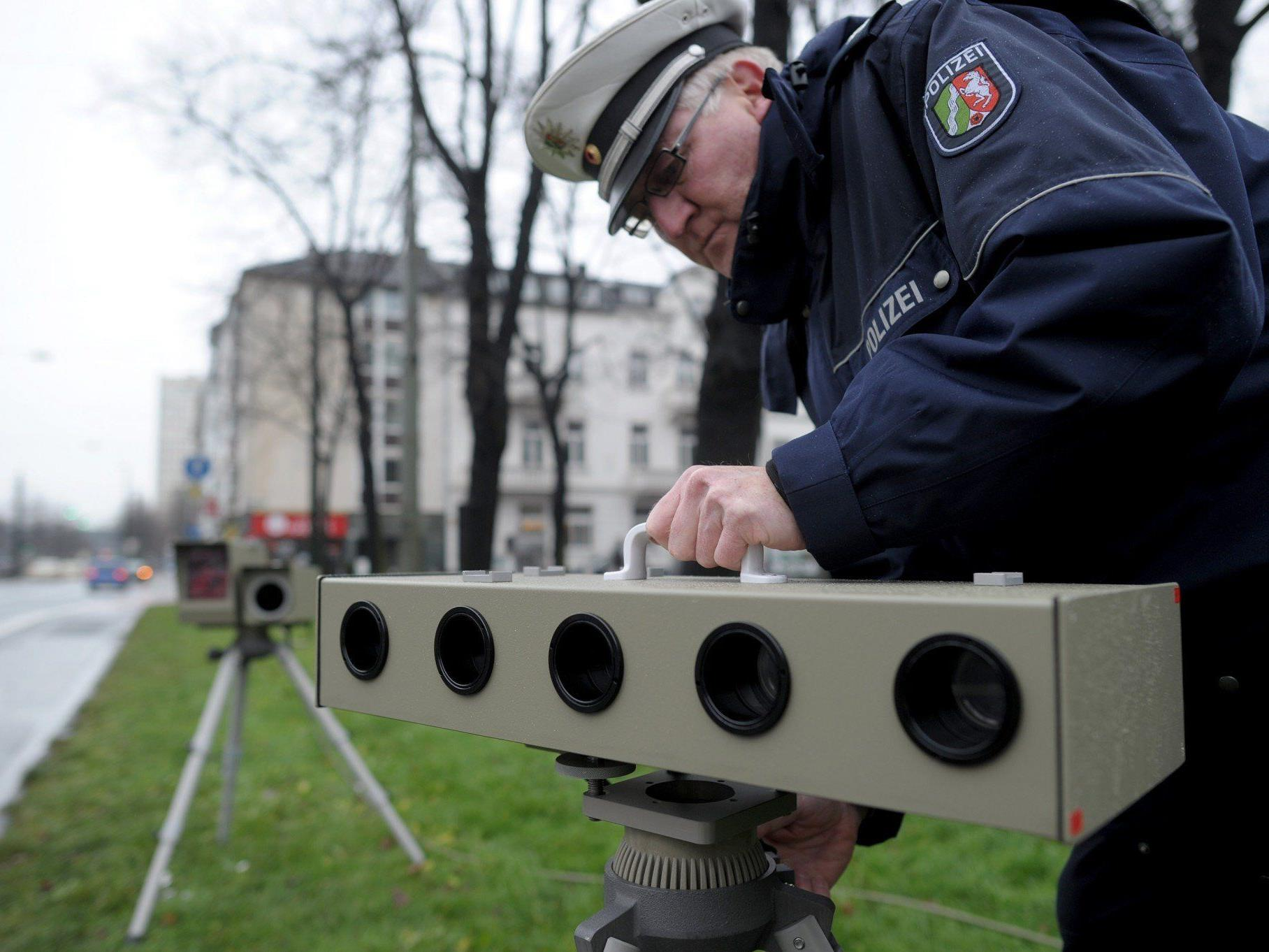 Die deutsche Polizei macht für 24 Stunden Jagd auf Raser.