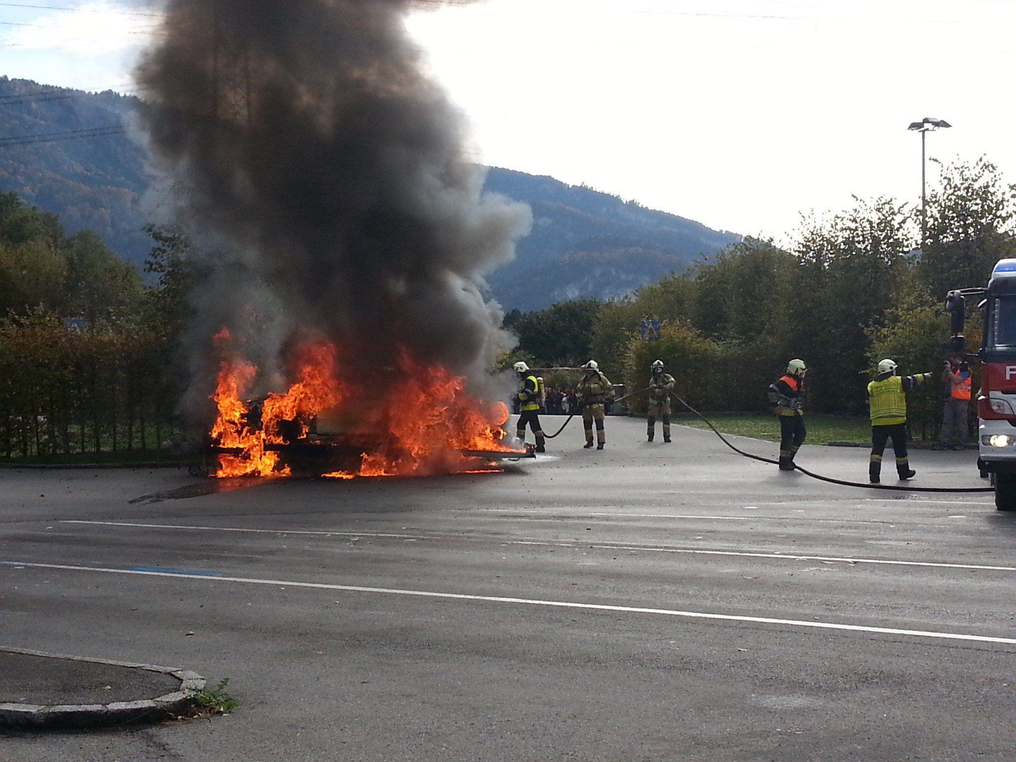 Auto in Vollbrand geraten.