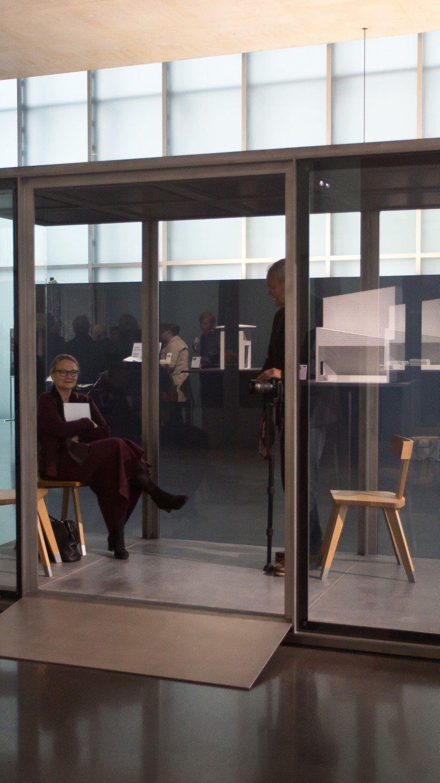 BUS:STOP - Am Donnerstag wurde im Kunsthaus Bregenz das erste Original-Bushüsle präsentiert.