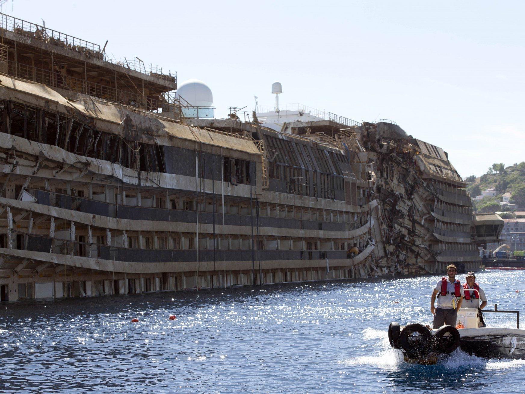 """Im Wrack der """"Costa Concordia"""" wurde die Leiche einer der vermissten Personen gefunden."""