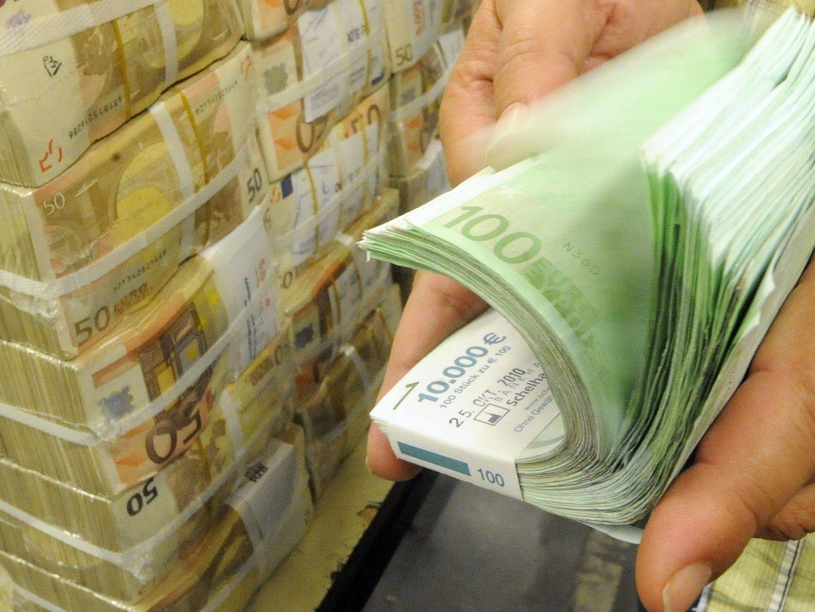 Rechnet man die Bankenhilfe durch, klafft eine Lücke von 4,3 Mrd. Euro - Staatshaftungen nicht mitgerechnet.