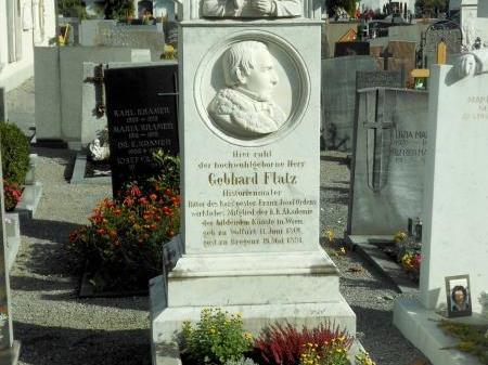 Einige Gräber werden von der Stadtgärtnerei betreut – einige davon sind Ehrengräber.