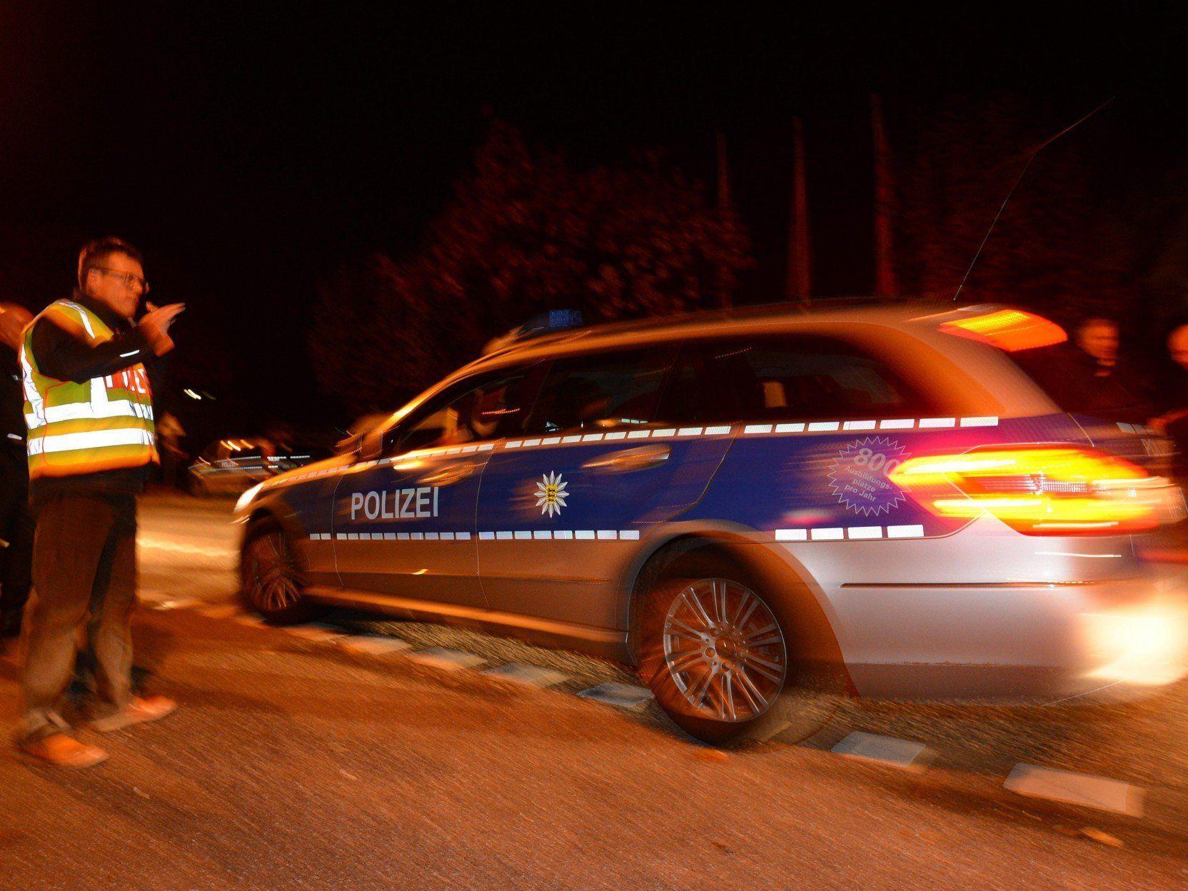 Ein Großaufgebot der Polizei stellte sich am Donnerstagabend auf lange Verhandlungen ein.