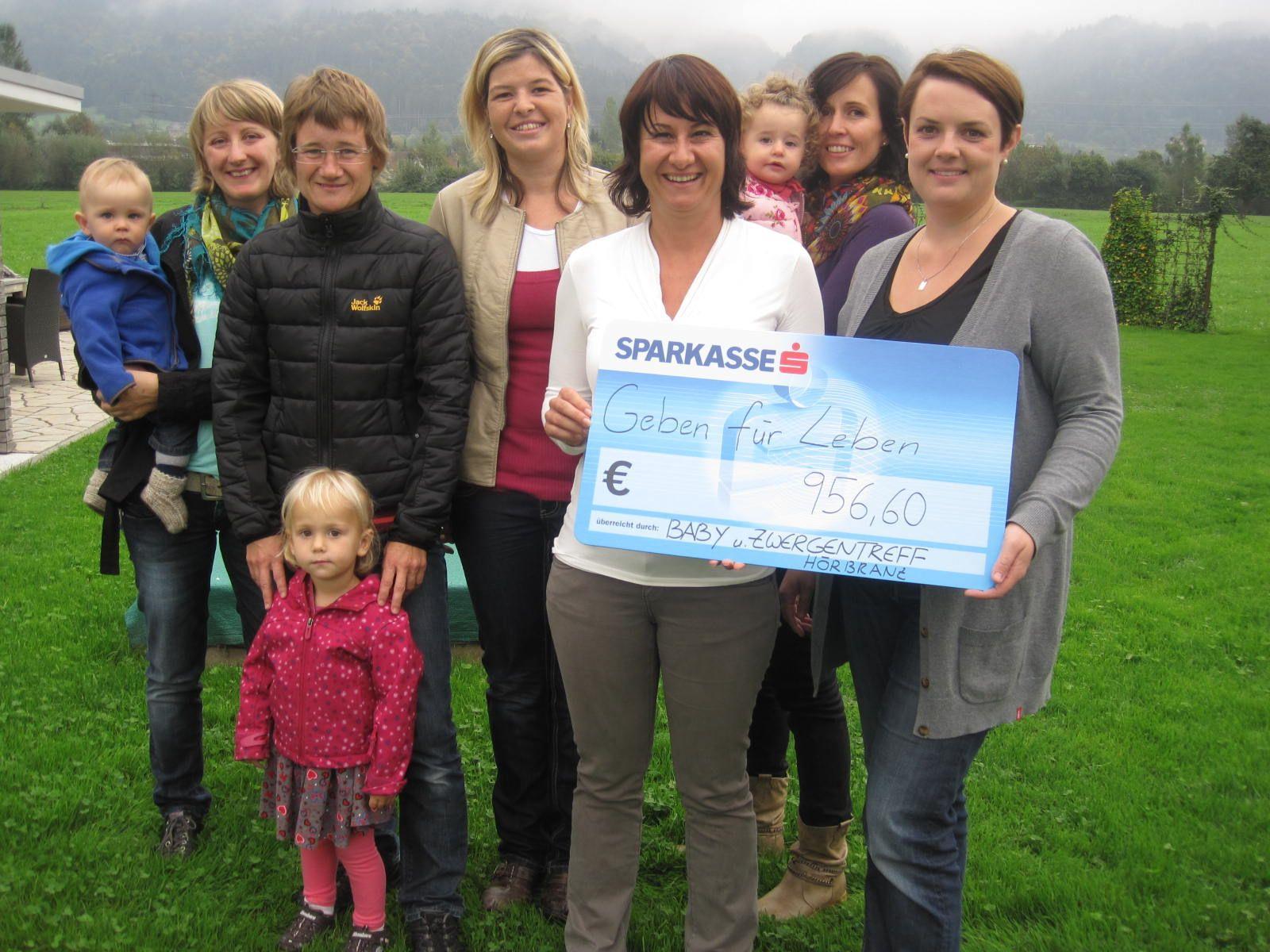 Fast 1000 Euro haben mehrere Frauen aus Hörbranz für die Sozialaktion Geben für Leben gespendet.