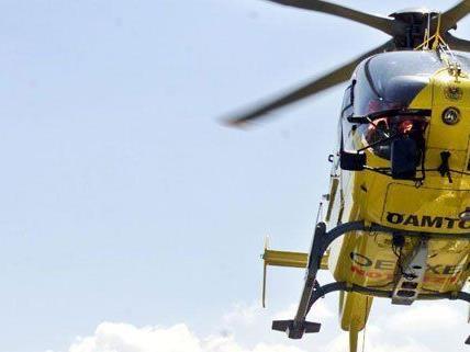Mit dem Rettungshubschrauber wurde der Schwerverletzte ins Spital gebracht.
