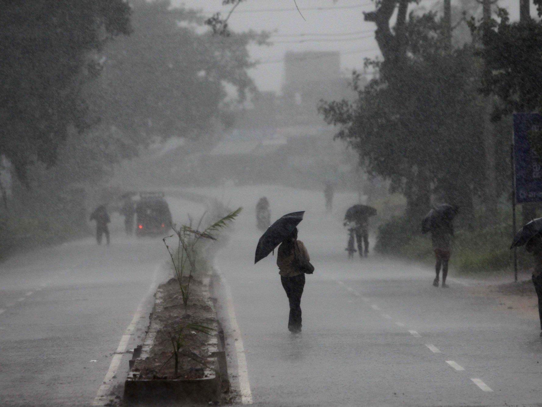 Gewaltiger Zyklon nähert sich der ostindischen Küste