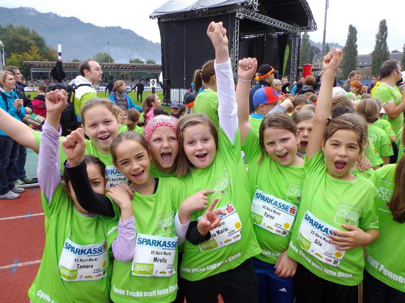 Die wetterfesten Harder Volksschüler bezwangen den Kindermarathon.