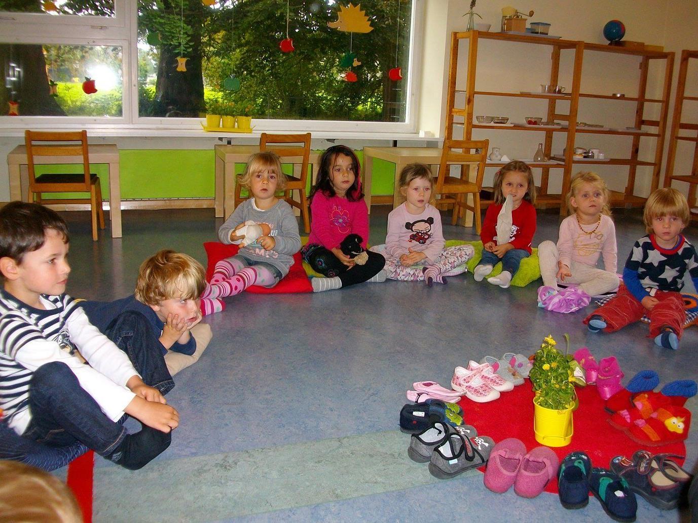 Die Kleinen der Kindervilla Löwenzahn bereiten sich auf das Martinsfest vor.
