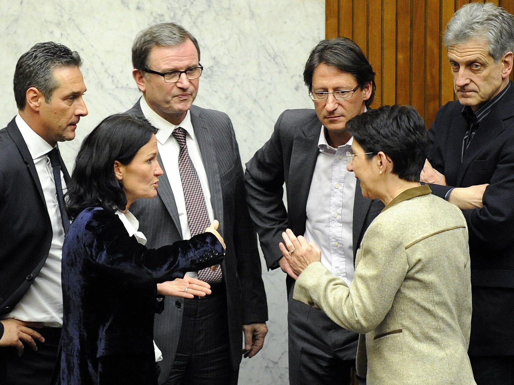 Ein Bild aus der letzten Legislaturperiode: Wenn die Nationalratspräsidentin etwas klären will, ruft sie die Klubobleute zu sich.
