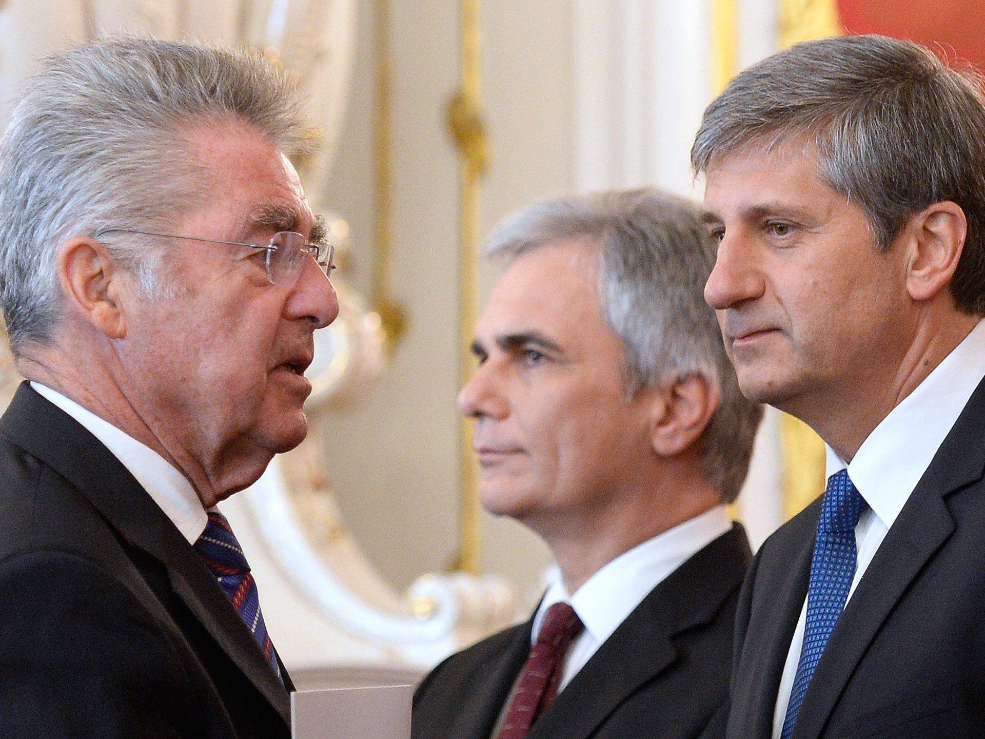 Bis Bundespräsident Fischer eine neue Regierung angeloben kann, brennt wohl schon mehr als eine Kerze am Adventkranz...
