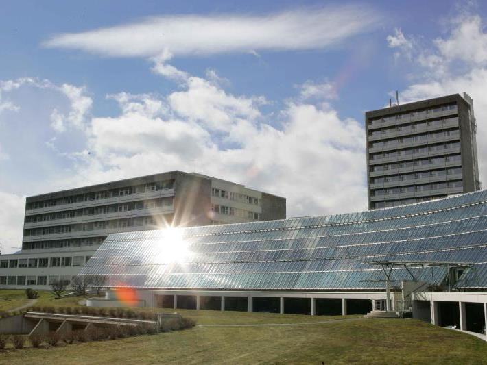 In einem Krankenzimmer des LKH Feldkirch brach Feuer aus, als sich ein Patient verbotenerweise eine Zigarette anzündete