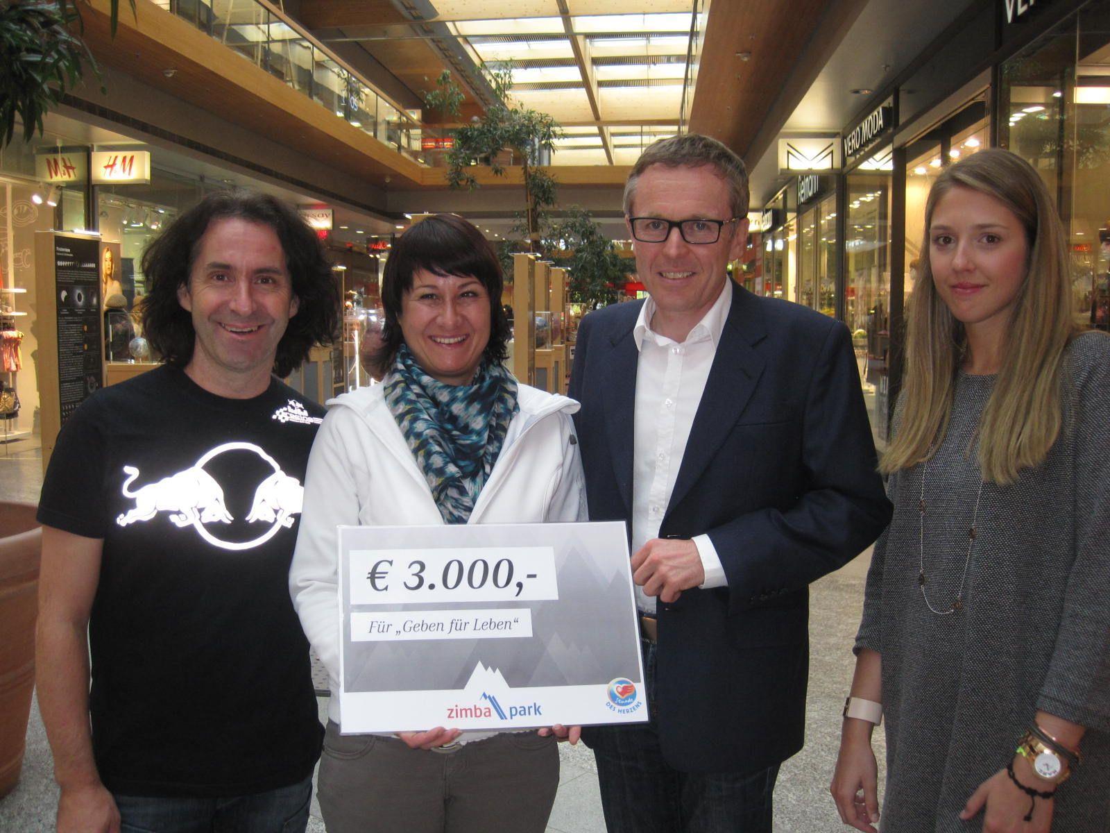 Geben für Leben-Obfrau Susanne Marosch erhielt seitens des Zimbapark und Stunde des Herzens 3000 Euro überreicht.