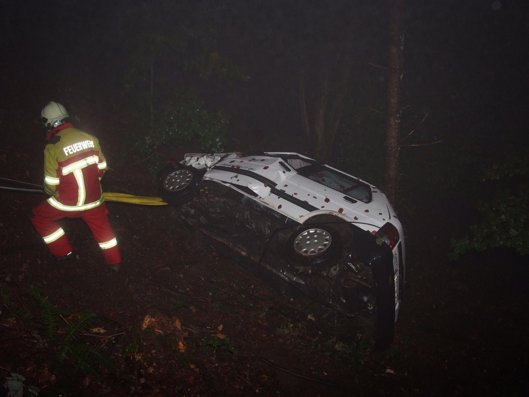 Der Wagen, in dem die Frau einen ganzen Tag verletzt neben ihrem toten Ehemann ausharren musste.