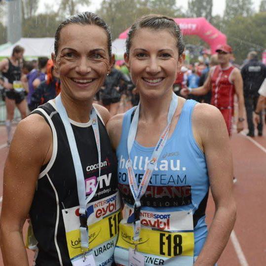 Ländle-Duell im Kampf um den Sieg im Halbmarathon: Sandra Urach fordert Spezialistin Sabine Reiner.