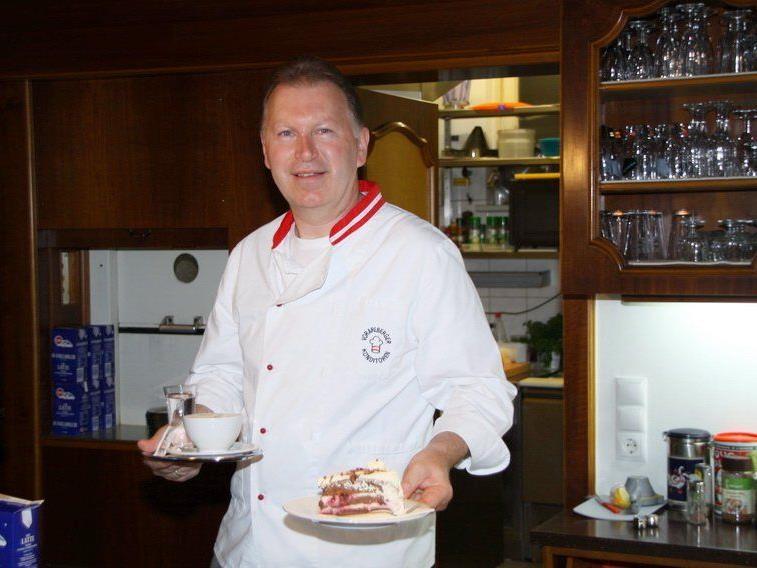 Burgcafe-Chef Martin Rauch präsentierte am Tag des Kaffee seinen treuen Kunden viele spezielle Kaffeesorten.