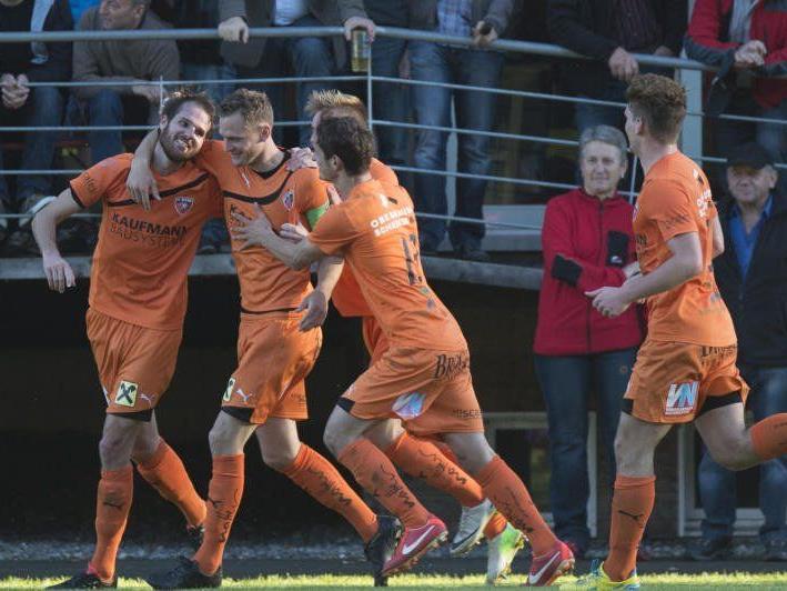 Dank Goldköpfchen Stefan Knünz gewinnt Bizau vor 1500 Fans in Egg mit 1:0 und baut den Vorsprung aus.