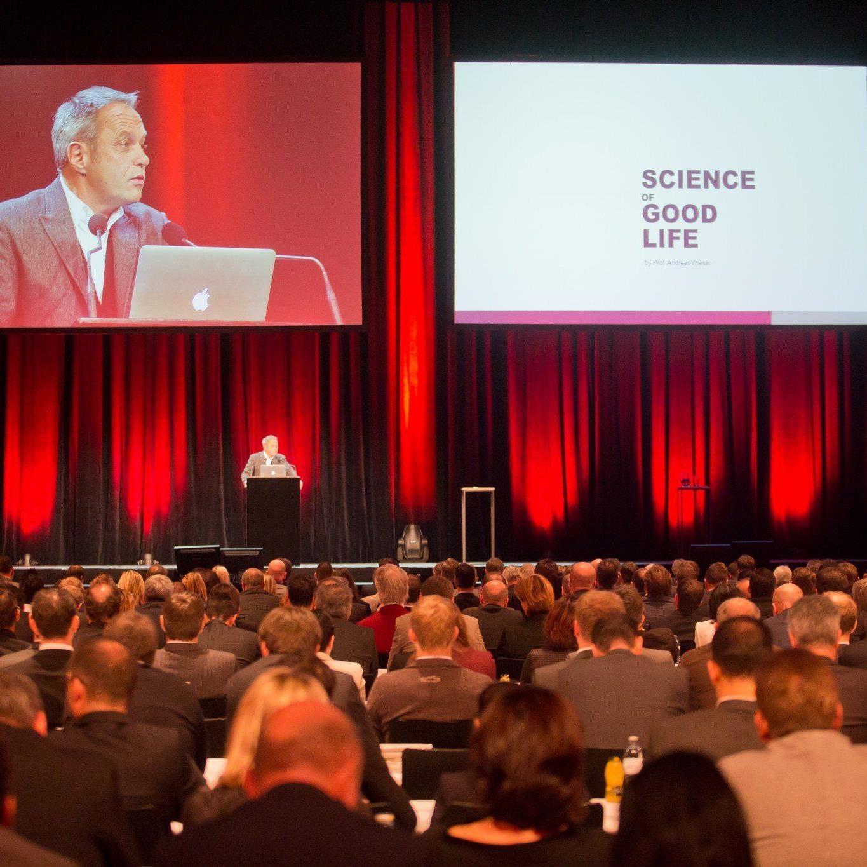 Sechs Referenten für 700 Vertreter aus Wirtschaft, Politik und Verwaltung.