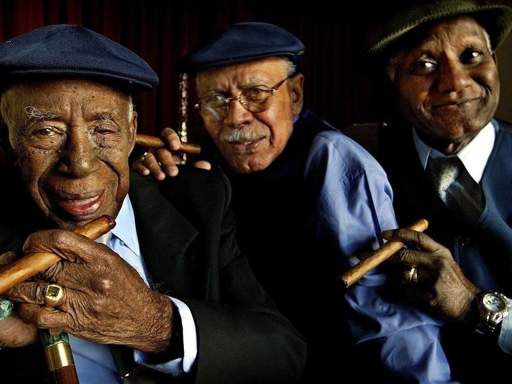Bringen karibische Lebensfreude mit: Reynaldo Creagh, Julio Alberto Fernandez, Maestro Rubalcaba (von links).