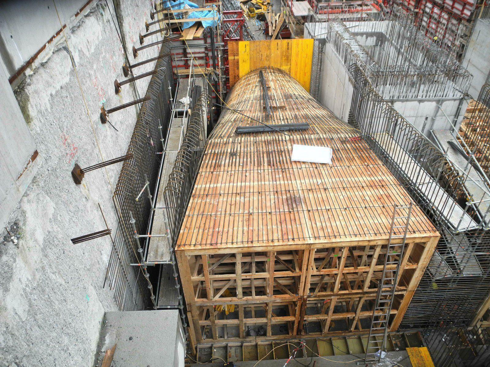 Im bis zu 18 Meter tiefen Krafthaus des Illspitz Kraftwerk werden die beiden Turbineneinlaufbauwerk und zahlreiche weitere Bauwerke erstellt