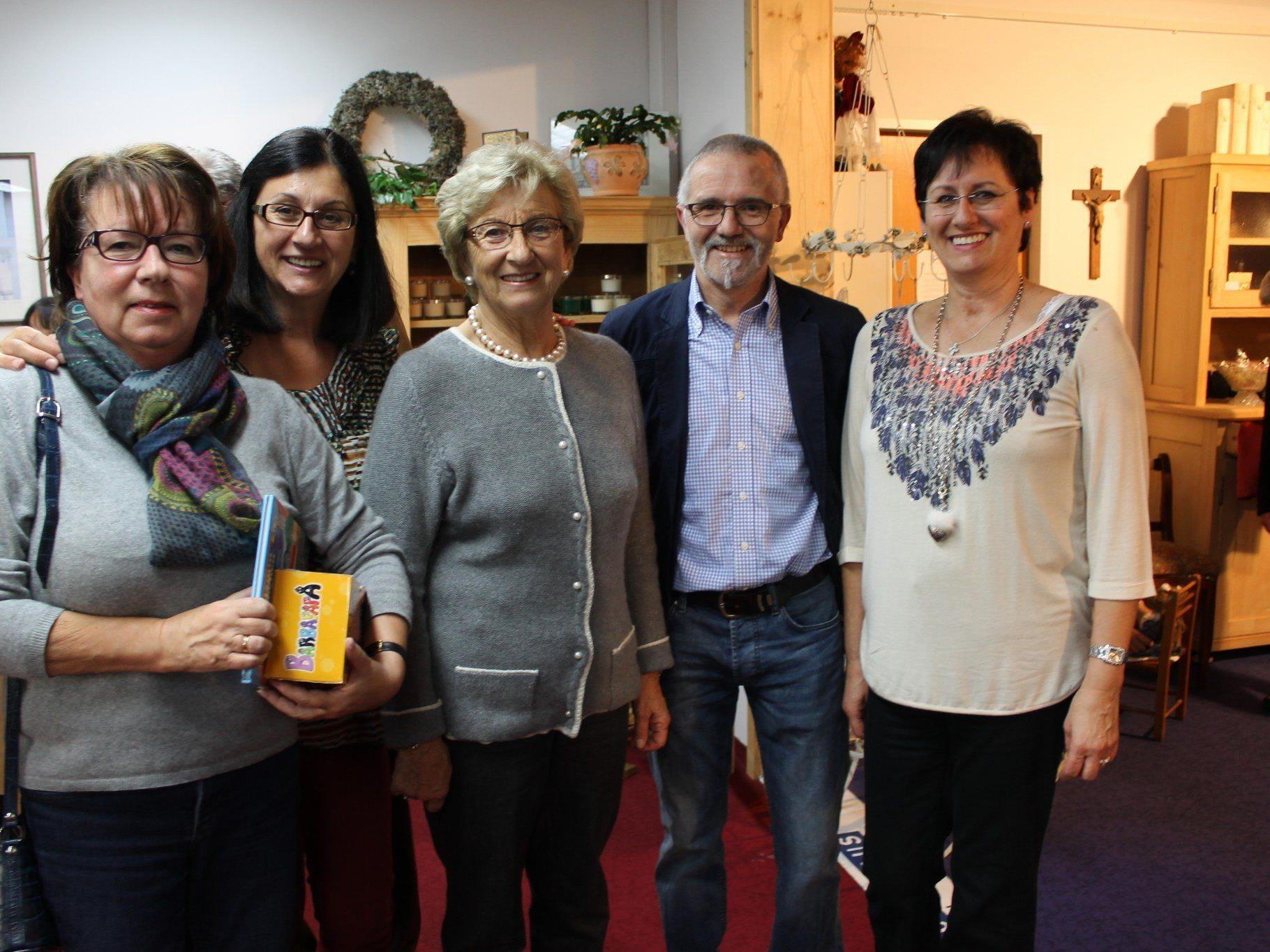 Berno Witwer mit Kunden und Helferin