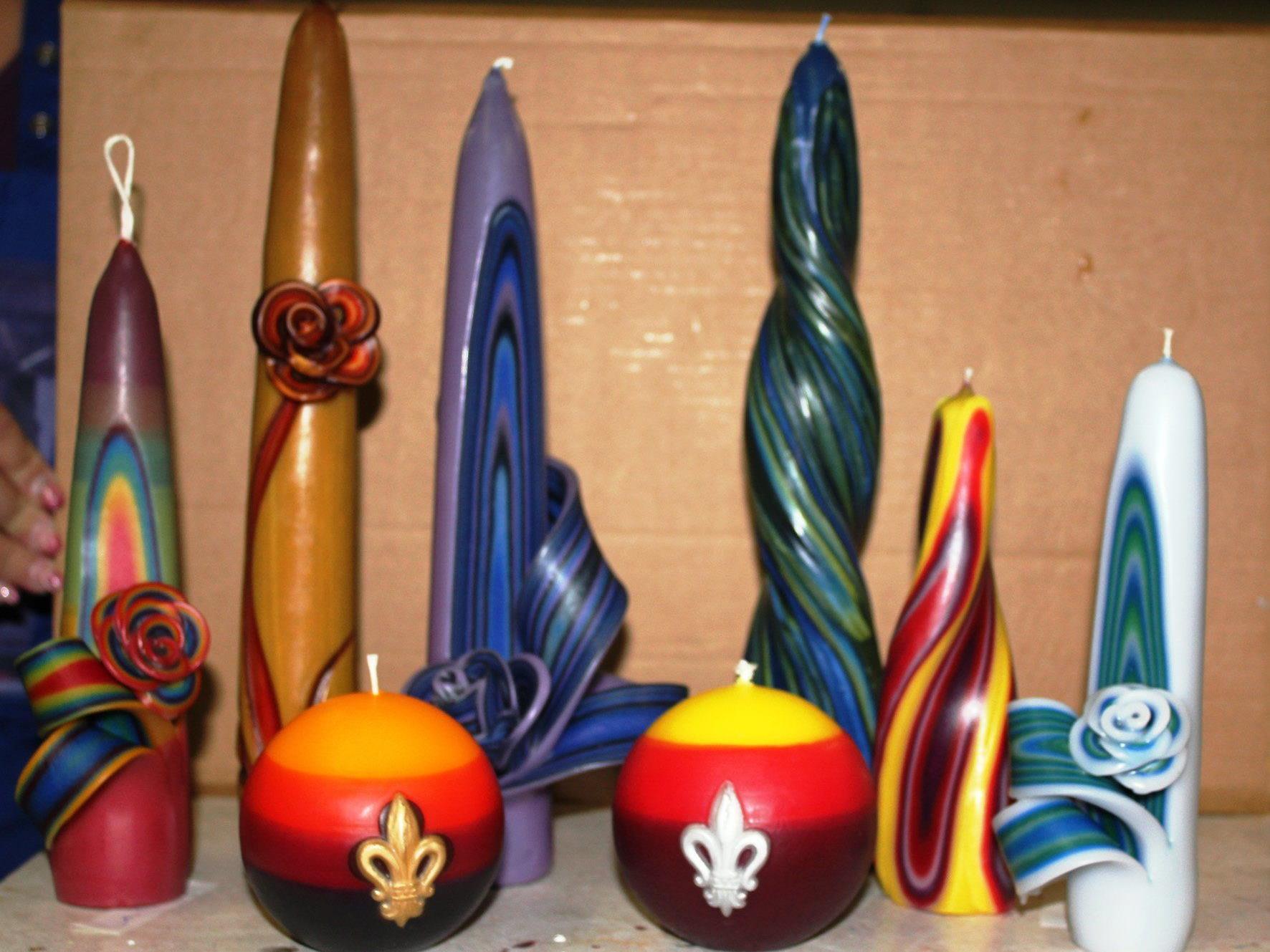 Selbst gezogene Kerzen aus buntem Wachs