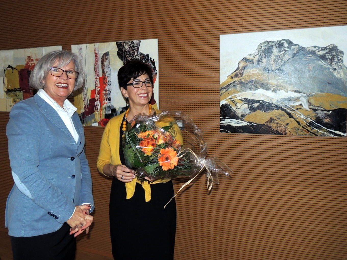 Stadträtin Elisabeth Mathis eröffnete die Ausstellung von PanArt-Künstlerin Erika Barriga