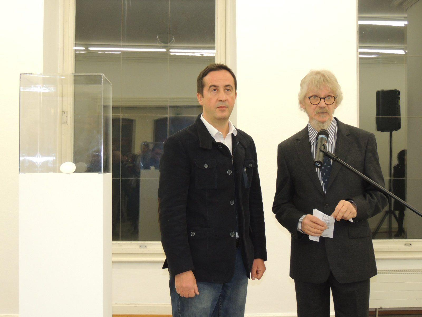 Kurator Antonio Catelani und Ingo Springenschmied eröffneten die Ausstellung