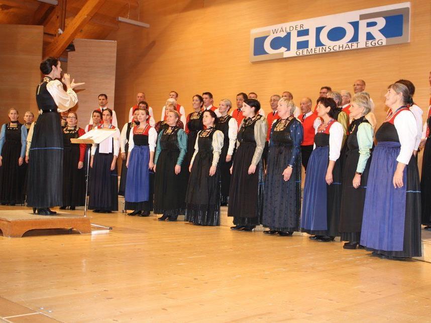 Die Chormitglieder servierten im Angelika-Kauffmann-Saal ein feines Programm.
